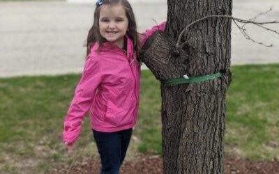 K4 Students Hug a Tree
